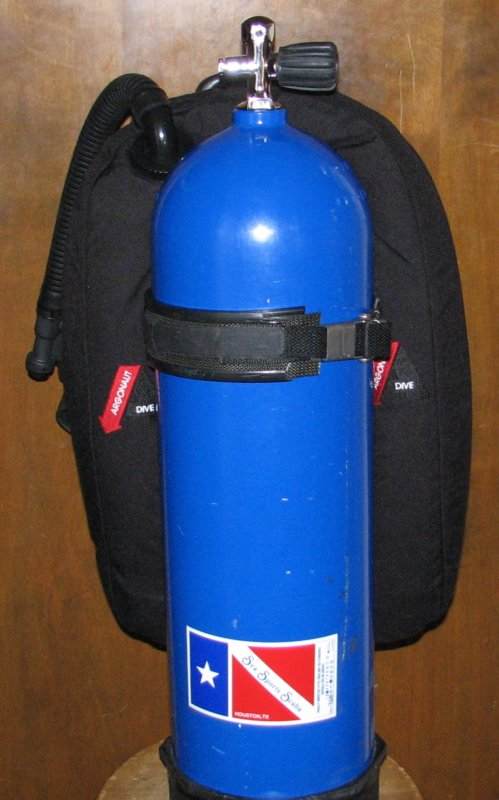Aquacraft backpack with VDH wing   back.jpg