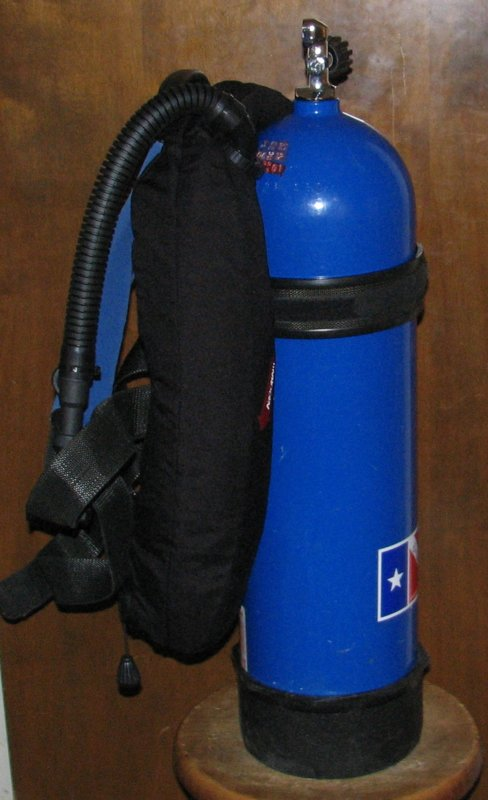 Aquacraft backpack with VDH wing left.jpg