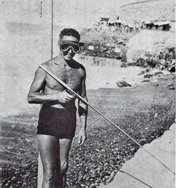 dei-suoi-primi-fucili-prova_la_maschera_monogogle-priva-di-alloggiamento-per-il-naso-da-Internet.jpg