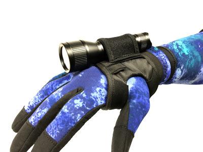 dive-light-1000-wrist-holder-on-arm.jpg