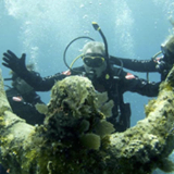 rt.org%2Fwp-content%2Fuploads%2F2015%2F07%2Fgabes-story-underwater-christ-statue-640x480-300x225.png