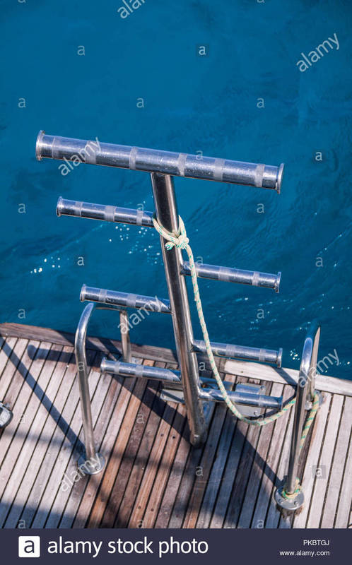 stainless-steel-dive-boat-ladder-in-push-pit-with-sea-in-the-background-PKBTGJ.jpg