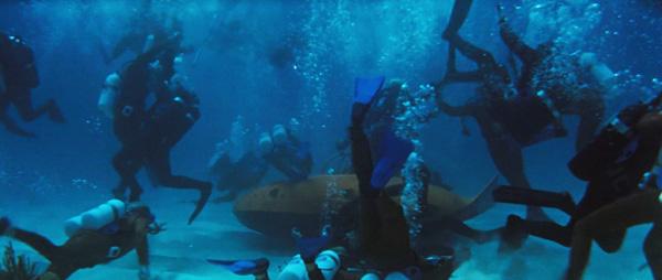 thunderball-underwater-fight-scene-battle-cinematography-review.jpg