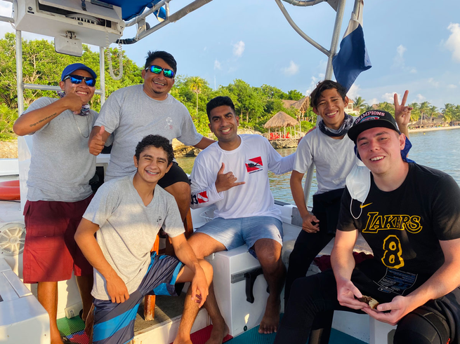 what-its-like-to-dive-cozumel-boat-group-0920.png